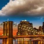 Amazing New York Cityscape - Skyscrapers and Brooklyn Bridge at — Stock Photo