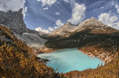 Lago di Sorapiss - Beautiful color of the mountain lake - Dolomi — Stock Photo