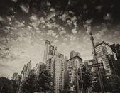 Gebäuden und bäumen des columbus circle an einem sommertag - new yor — Stockfoto