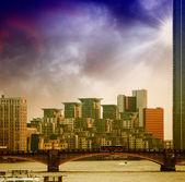 St george wharf зданий и ламбетский мост в лондоне — Стоковое фото