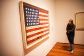 NEW YORK - JUN 10: Girl observes American flag canvas at Moma Mu — Stock Photo