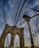 Brooklyn bridge and cable pattern in New York City, upward view — Stockfoto