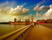 Westminster Bridge in London, UK. Beautiful view of Houses of Pa — Stok fotoğraf