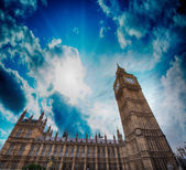 Upward view of Magnificent Big Ben Tower. Beautiful sunset in Lo — Stock Photo