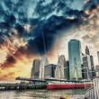 Sunset colors of Manhattan Skyline from Pier 17 and South Street — Foto Stock