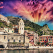 Quaint Village of Riomaggiore, on the Cinque Terre coast - Beaut — Stock Photo