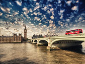 Westminster Bridge and Houses of Parliament at sunset, London. B — Stock Photo