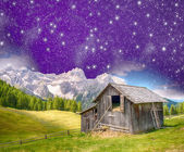 Old shelter on a mountain peak with stars in the sky — Stock Photo