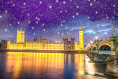 London. Houses of Parliament and Westminster Bridge at night wit — Stock Photo