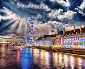London at night. Thames river with The Eye Panoramic Wheel — Stock Photo