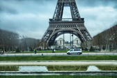 Paris. Gorgeous view of Eiffel Tower and surrounding Champs de M — Stock Photo