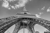 Hermosa vista de la torre eiffel en parís — Foto de Stock