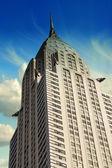 与戏剧性的天空背景上的曼哈顿摩天大楼 — 图库照片