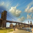 The Brooklyn Bridge in New York. Evening colors in summer — Stock Photo