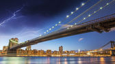Brooklyn, New York. Night colors with storm over main city landm — 图库照片