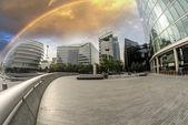 Rainbow over city skyline — 图库照片