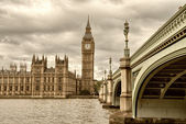 Terrific view of Westminster Bridge and Houses of Parliament, Lo — Stock Photo