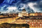 Edificios de roma con el vaticano st peter domo en fondo - sol — Foto de Stock