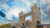 Power and Magnificence of Tower Bridge Structure over river Tham — Stock Photo