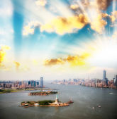 Sunset over New York skyline. Beautiful aerial view from helicop — Stock Photo