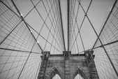 Cables and Pylon of Brooklyn Bridge with sunset light - New York — Stock Photo