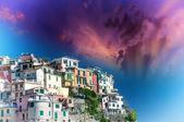 Casas de hermosos colores de las cinque terre en primavera, italia — Foto de Stock