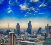 London. Beautiful city skyline with clouds and modern buildings — Zdjęcie stockowe