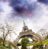 Eiffel Tower, upward view from surrounding gardens - Paris — Stock Photo