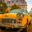 Vintage yellow taxi in New York streets with driver waiting for  — Foto de Stock