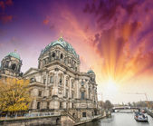 Berlin, Germany. Beautiful view of Cathedral along Spree river. — Stock fotografie
