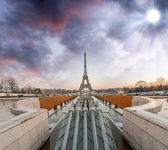 Wonderful view of Eiffel Tower from Trocadero Park. — Stock Photo