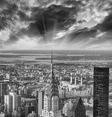 New York. Stunning sunset over the city. Aerial view of Manhatta — Stock Photo