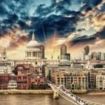 London. Beautiful aerial view of Millennium Bridge — Stock Photo