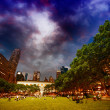 Bryant Park, New York. Relaxing at sunset on the grass — Stock Photo