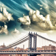 The Manhattan Bridge, New York City. Grey metal structure — Stock Photo