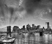 Amazing view of Manhattan and Brooklyn Bridge at sunset — Stok fotoğraf