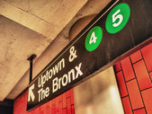 Uptown ad Bronx subway sign, Manhattan, New York — Stock Photo