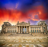 Wonderful view of Berlin Reichstag from Republic Square — Stock Photo