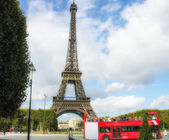 Paris, La Tour Eiffel. Beautiful view of famous tower — Stock Photo