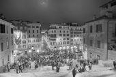 ROME - NOV 3: People climb the spanish steps of Piazza di Spagna — Stock Photo