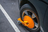 Yellow wheel clamp — Stok fotoğraf