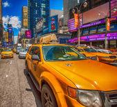タイムズ ・ スクエアのイエローキャブ — ストック写真