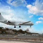 Airplane landing in St. Maarten Island, Dutch Antilles — Stock Photo