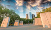 New York Memorial Battery Park and Manhattan skyscrapers — Stock Photo