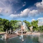������, ������: Hyde Park and Archibald Fountain
