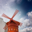 Red mill of Moulin Rouge cabaret in Paris — Stock Photo