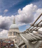 Millennium Bridge and St Paul Cathedral — Stock Photo
