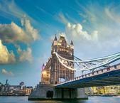 Night lights of Tower Bridge — Stock Photo