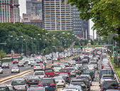 Heavy traffic on city streets — Stock Photo