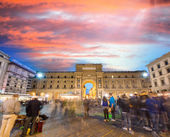 Tourists in Republic Square in Florence — Stock Photo